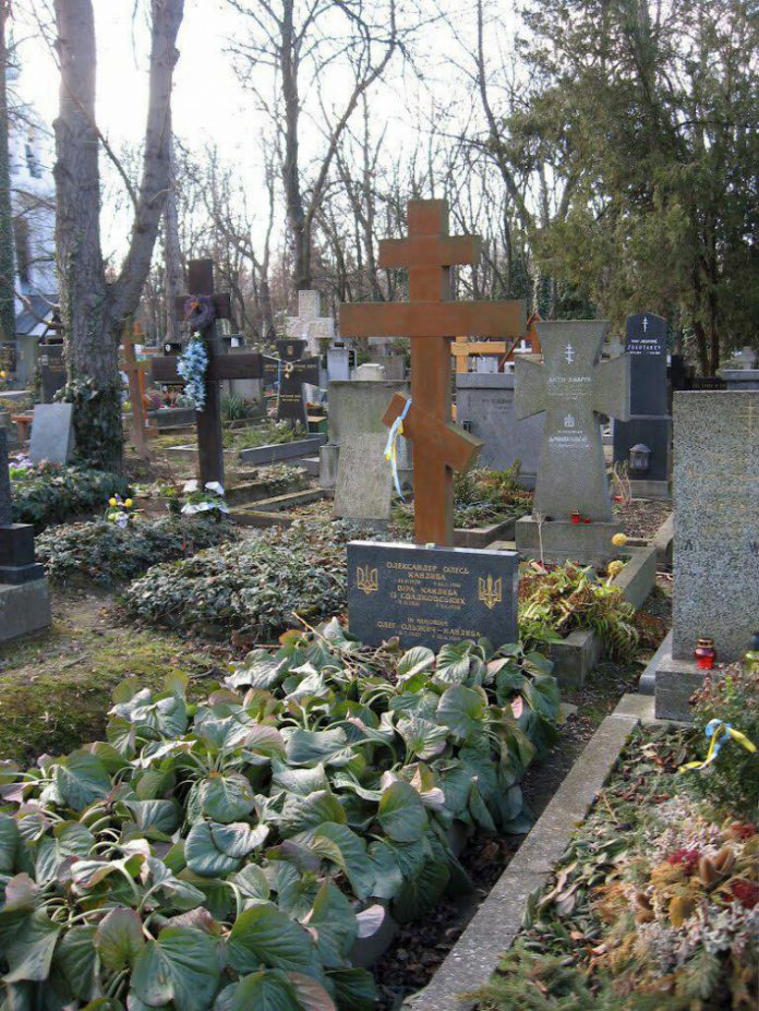 Уряд виділить кошти на перевезення останків письменника в Київ в разі прийняття такого рішення родичами / zn.ua Ігор Булига