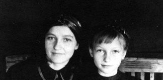 Валентина Запорожець з мамою. 1951 р.