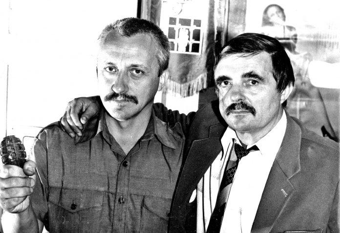 На фото: Микола Холодний та Георгій Бурсов, редакція газети «Молода гвардія», 1991рік