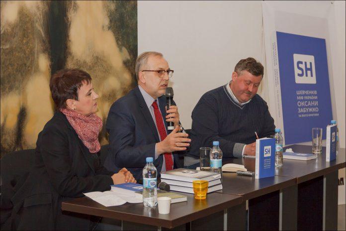 Під час презентації: Оксана Забужко, Юрій Макаров, Ростислав Семків