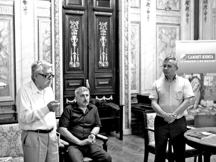 Зліва направо: Левко Лук'яненко, Михайло Сидоржевський, Олександр Савченко