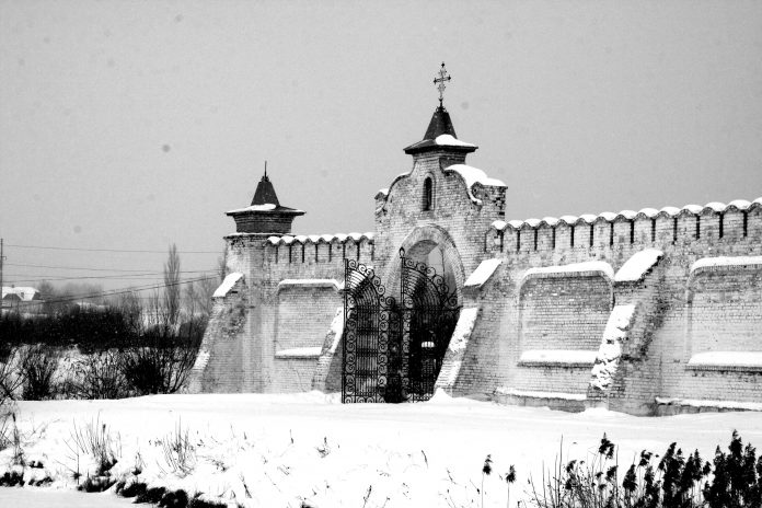 Ворота архітектурного комплексу заповідника