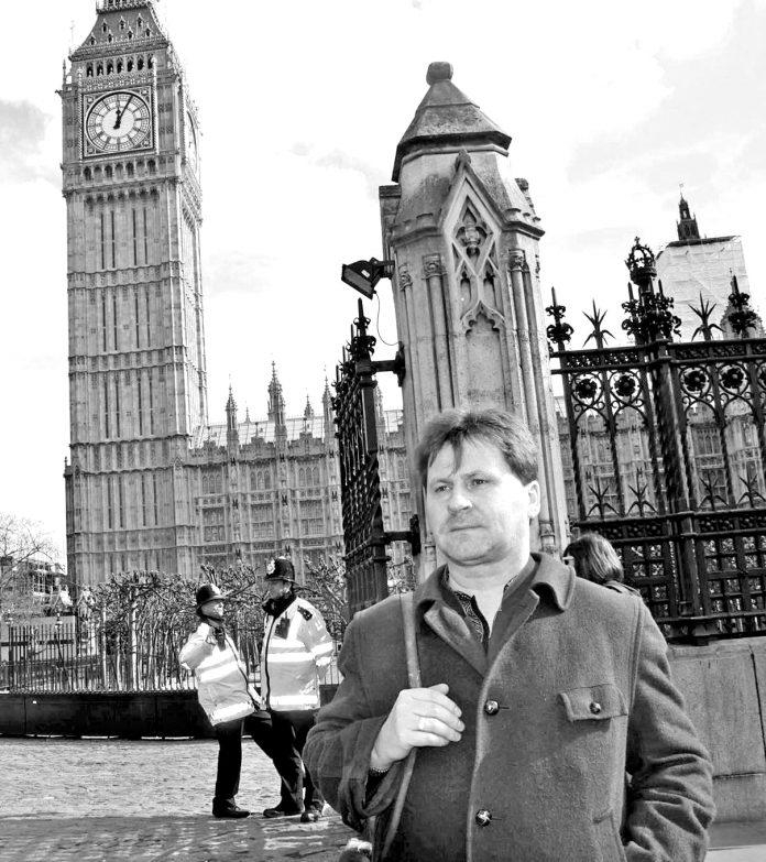Ігор Павлюк біля Біг Бену (Лондон, березень 2014)