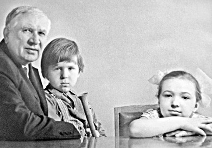 Микита Шумило з онуками