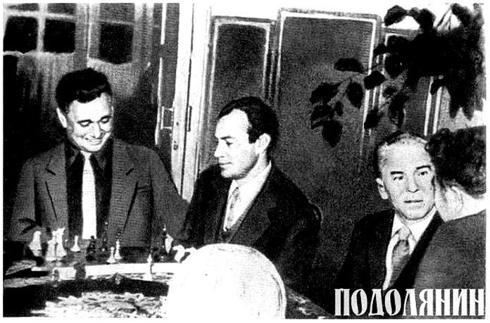 На фото (зліва направо): Валерій Шевчук, Микола Вінграновський, Павло Тичина. Перша половина 1960-х років