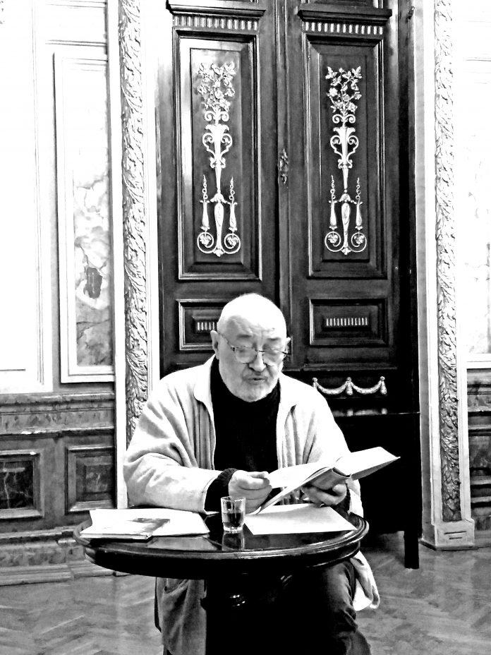 Б. Кенжеєв під час свого виступу в Будинку письменників