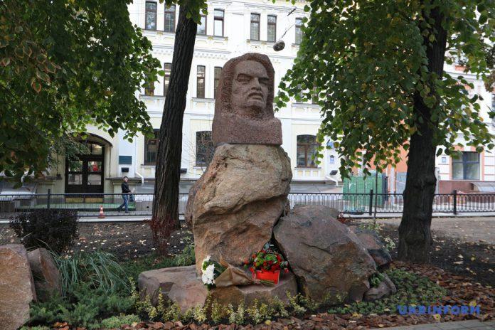 пам'ятник Оноре де Бальзаку
